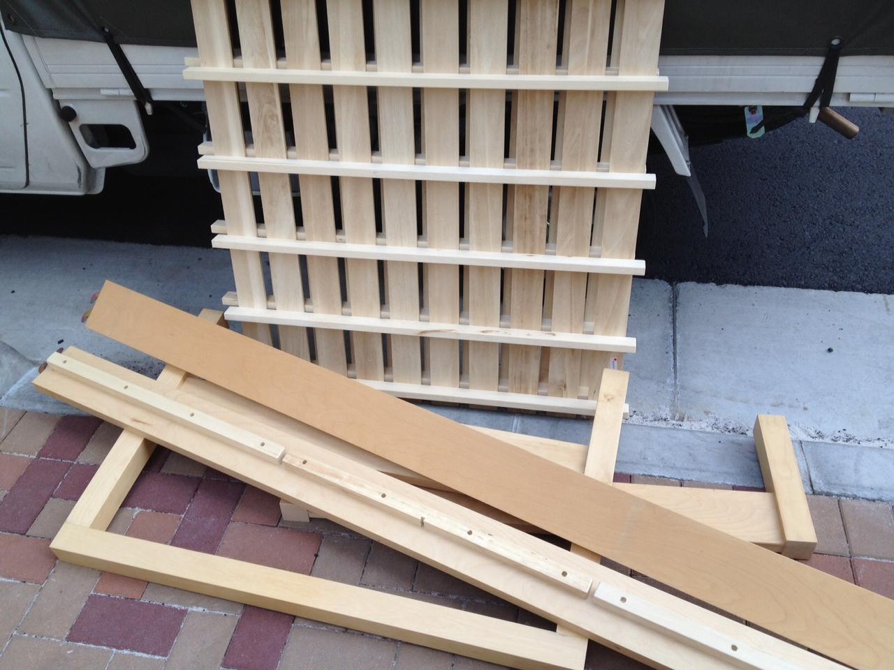 杉並区高円寺南で木製ベッドフレーム(シングル)を回収させて頂きました